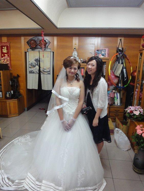 短发新娘 分享订结婚礼服造型