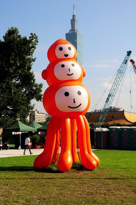 【閒妻藝文生活】-人多多之2011台北世界設計大展