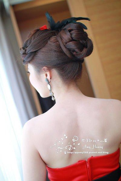 第二套是搭配旗袍的低发髻编发