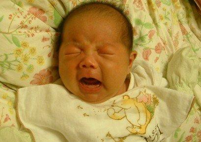 白天又像个小天使.  各位水水.面对宝宝长时间的哭闹.图片