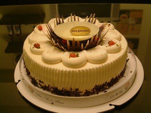 我们家小禹希周岁生日的时候我们是买白木屋的蛋糕蛋糕看...